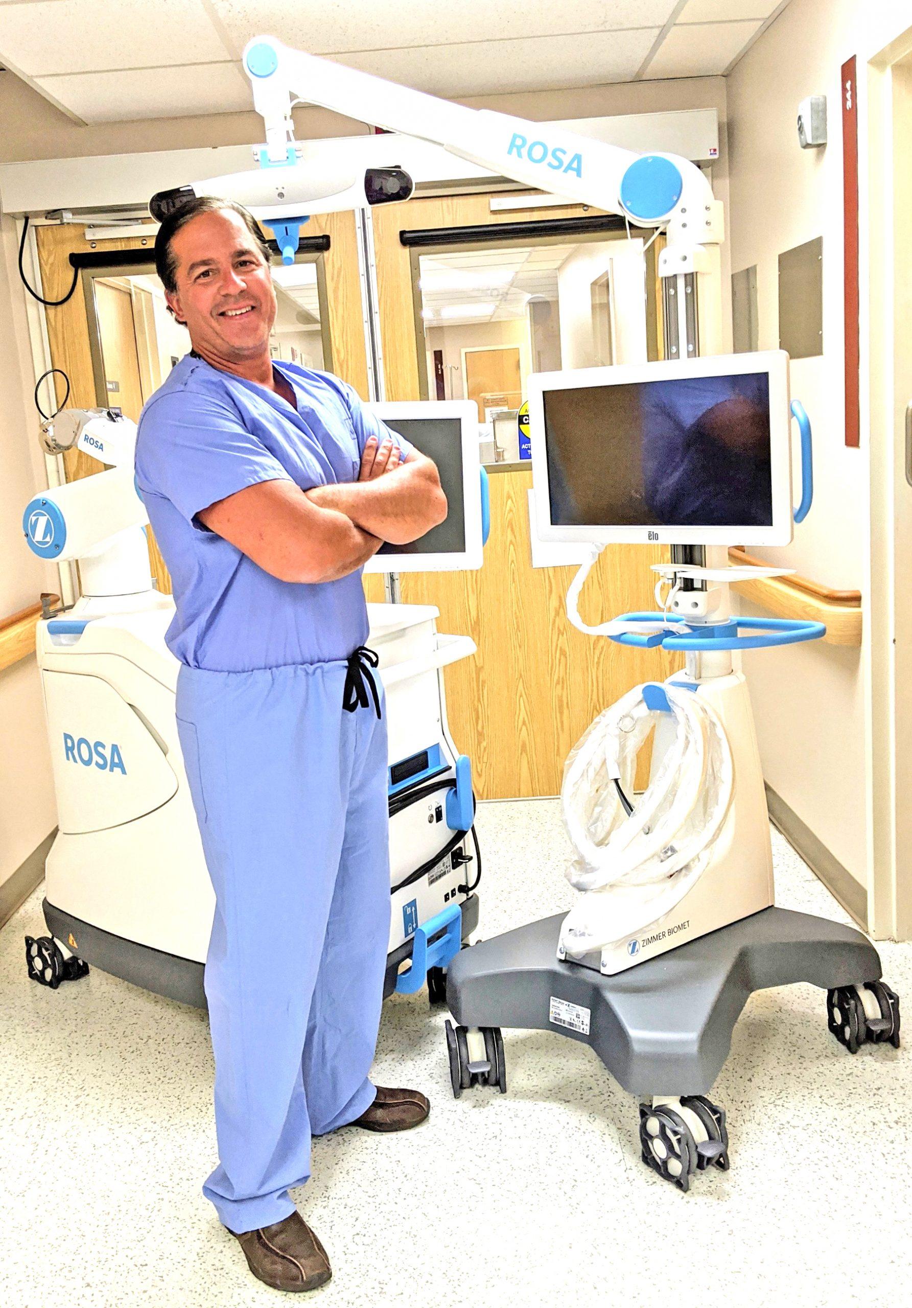 Newark-Wayne Doctor to perform robotic total knee replacement - The Times  of Wayne County - Waynetimes.com